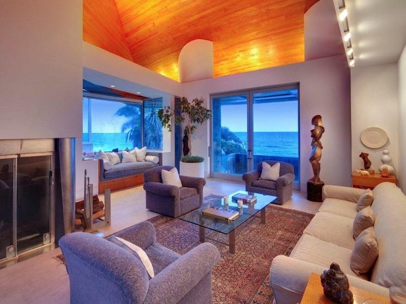 Amazing Broad Family Room With Great View