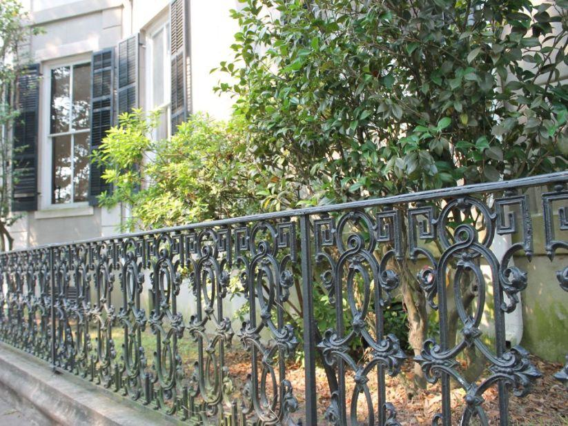 Artistic Iron Fence For Minimalist House