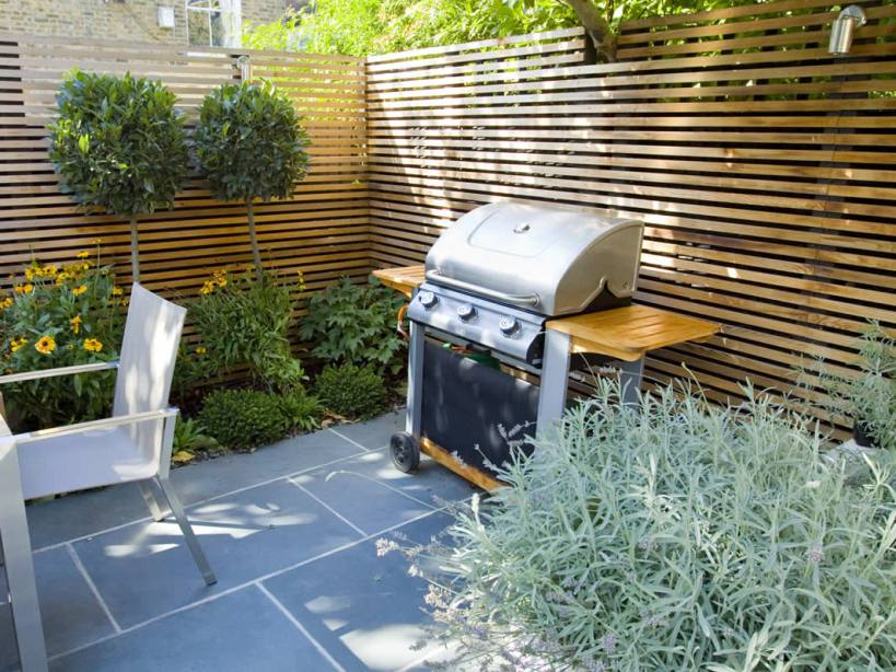 Small home garden design image of small home garden decoration ideas decking designs for small - Gardening for small spaces minimalist ...
