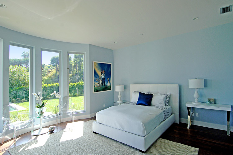 Light Blue Decor In Main Bedroom