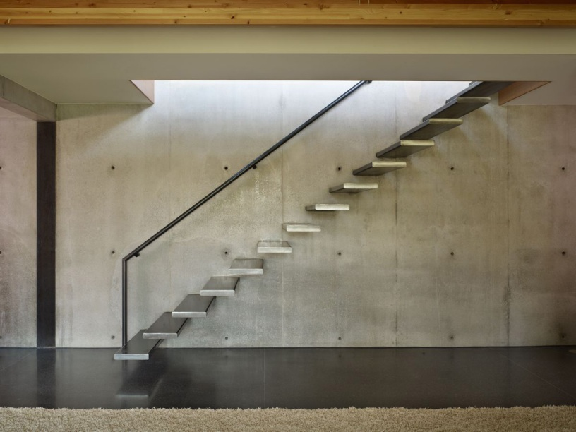 Luxury Home Stairs Design On The Wall