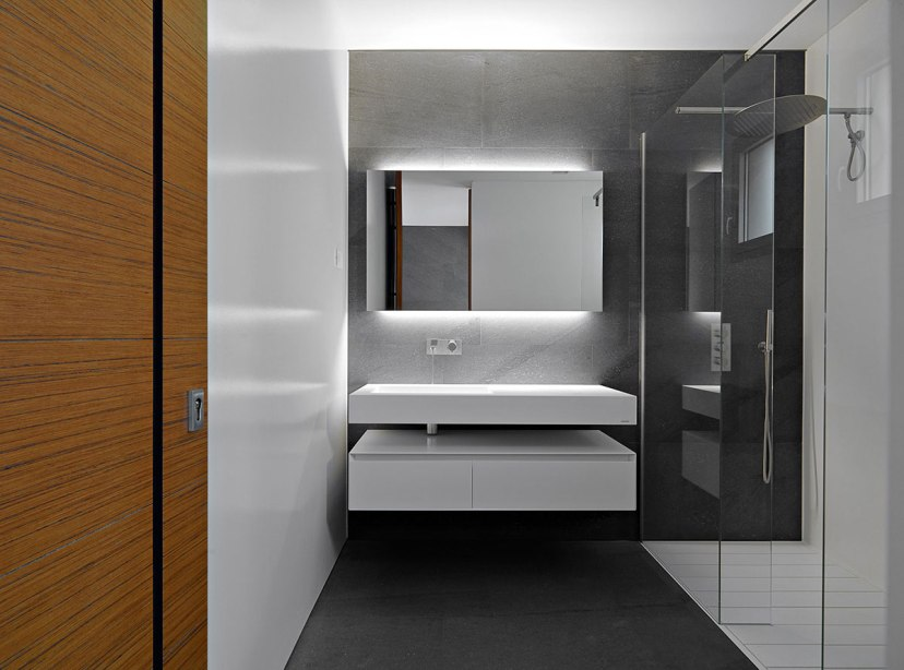Minimalist House With Modern Bathroom Design
