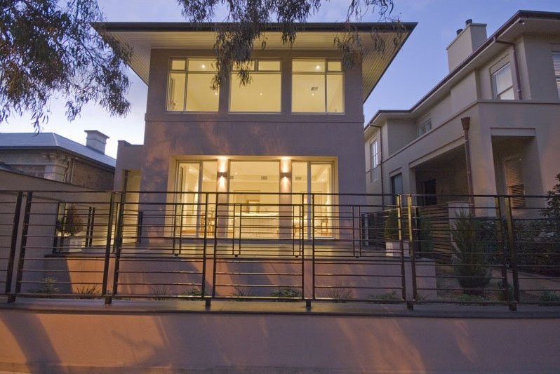 Iron fence design for minimalist house 4 home ideas for Minimalist house fence