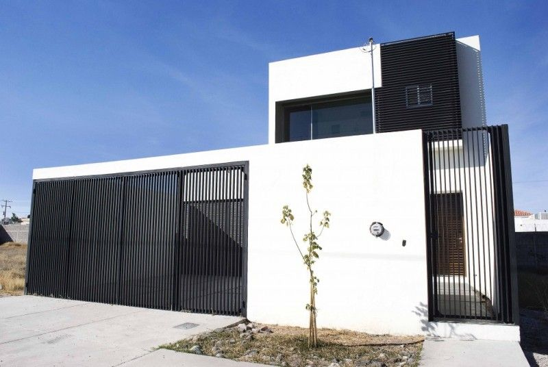 Simple Home Fence With Black And White Color