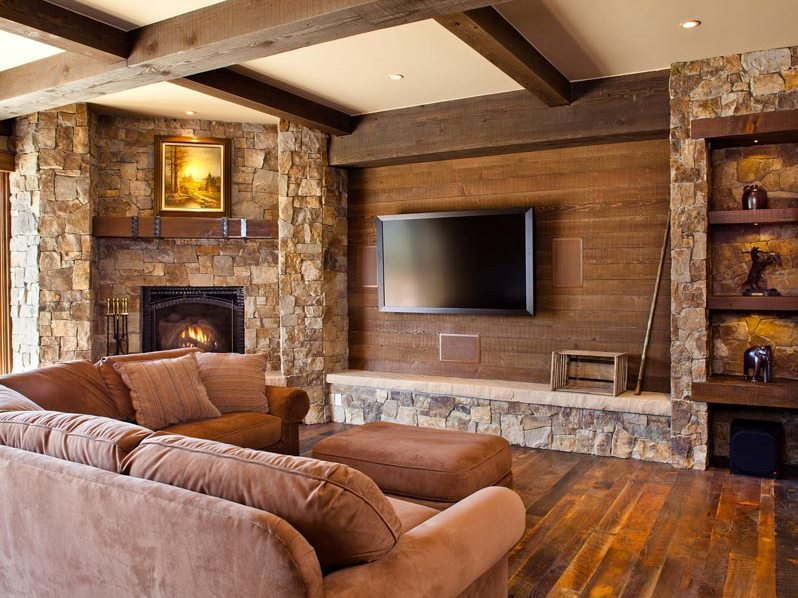 Simple Wooden Family Room With Perfect Decor