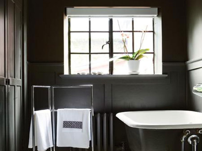 Traditional Black And White Bathroom Design