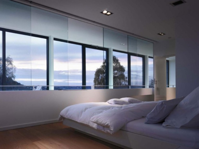Triple Windows Design For Modern Bedroom
