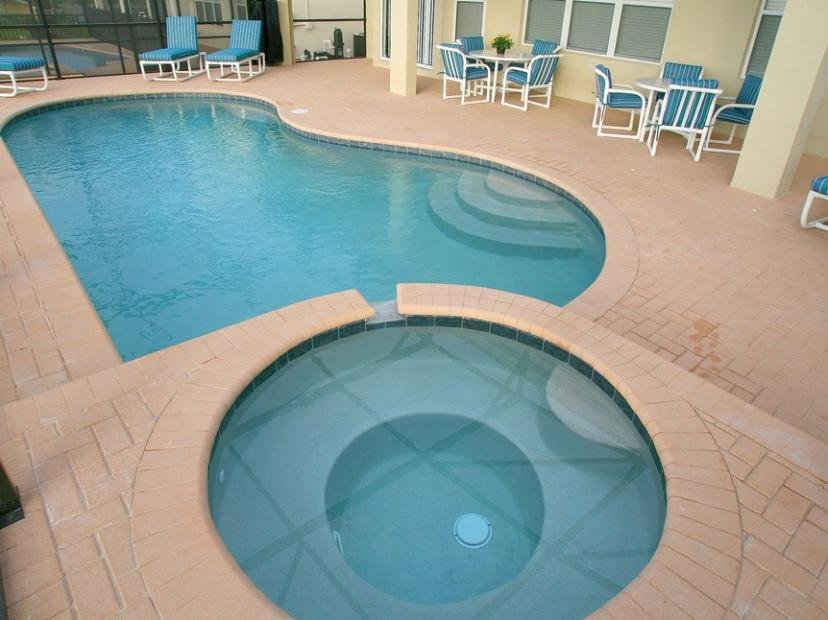Unique Home Swimming Pool Design Image