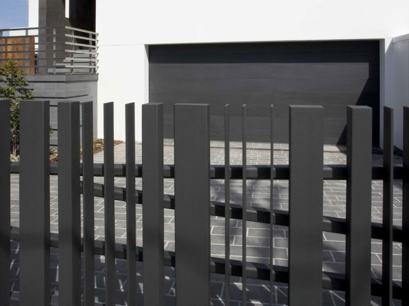 Affordable Black Fence Design For Minimalist Home