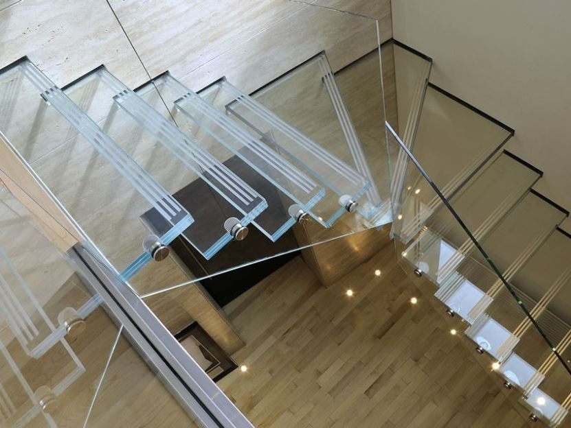 Elegant Modern Glass Stairs Design Picture