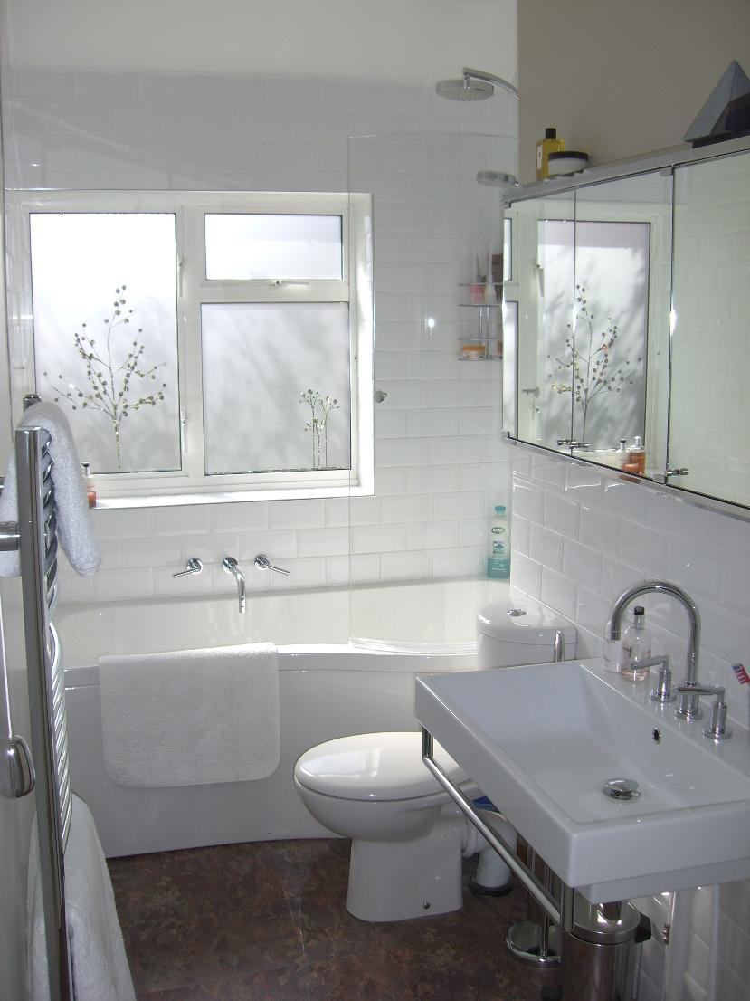 Elegant White Color For Small Bathroom