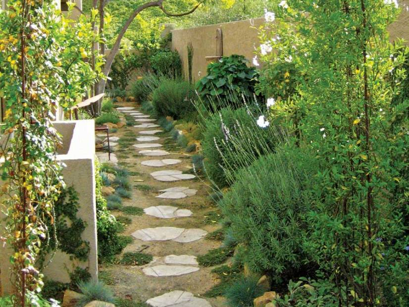 Garden desing idea for narrow space 4 home ideas for Small patio landscaping