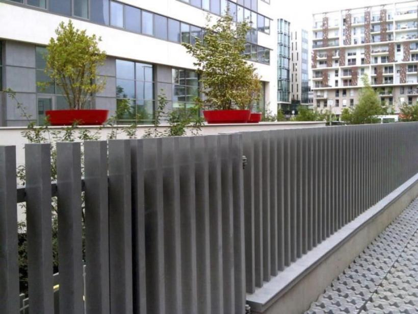 Gray Fence Color For Modern Home