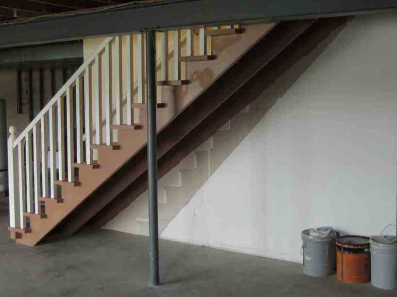 Minimalist Safe Home Stairs Design Image