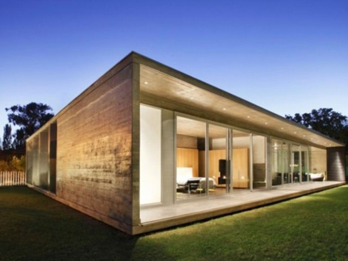 Contemporary minimalist wooden house design 4 home ideas for Minimalist house with courtyard