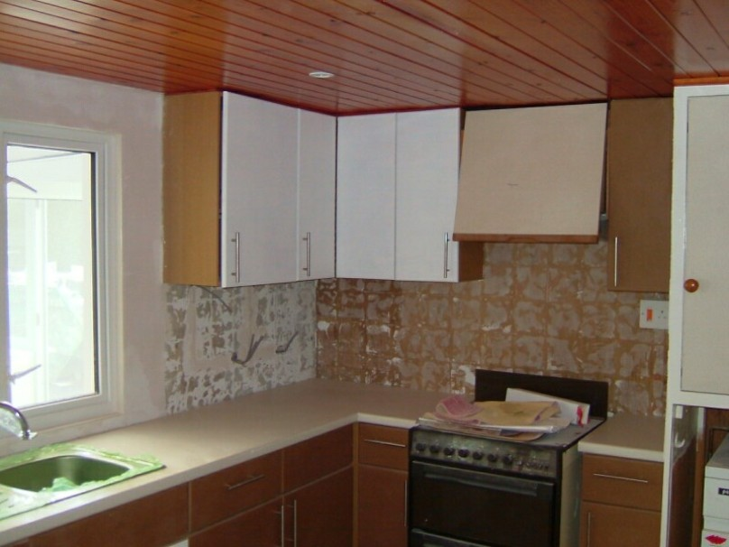 Trendy Brown Paint For Modern Kitchen