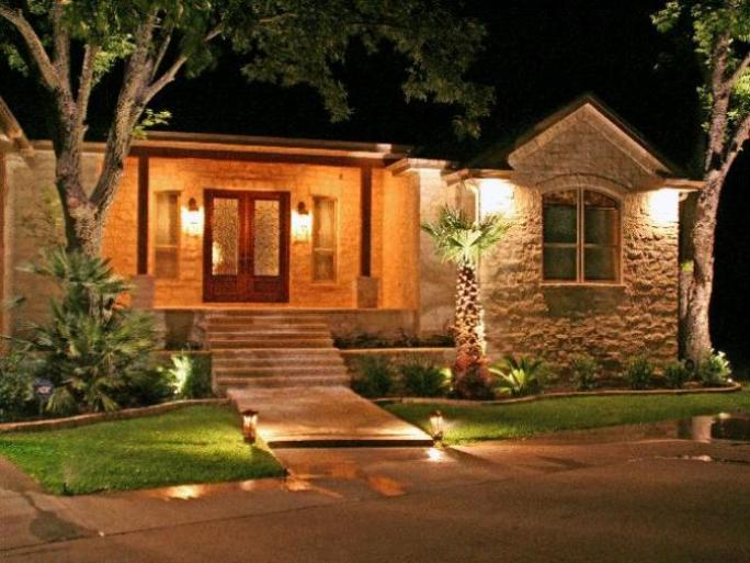 Beautiful Front Home Garden Light Idea