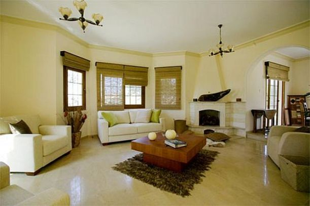 Eimple Beige Living Room Interior Idea