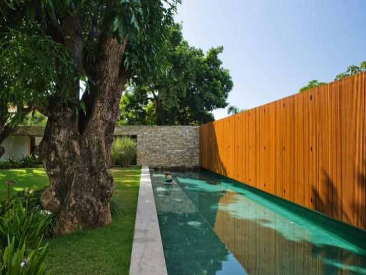 Modern Wooden Fence Design For Minimalist Home
