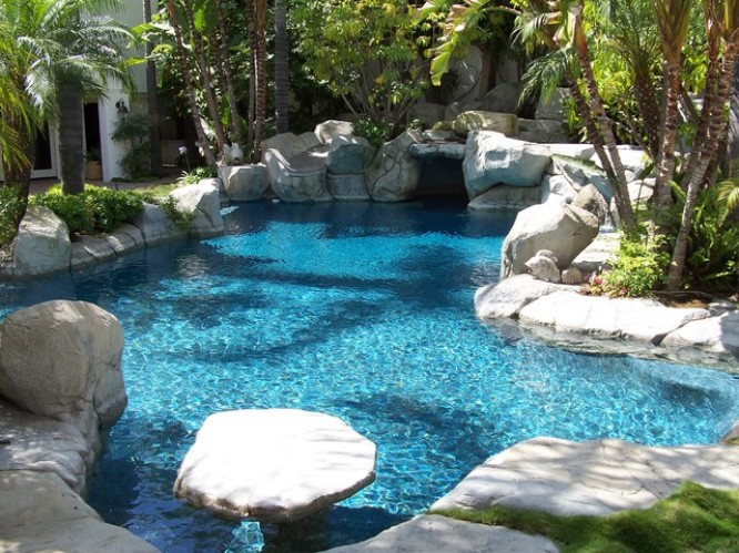 Natural Decor Idea For Swimming Pool