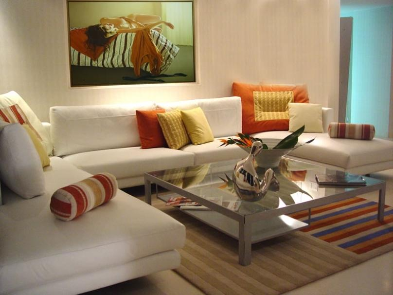 Clean Living Room Interior With White Theme - 4 Home Ideas