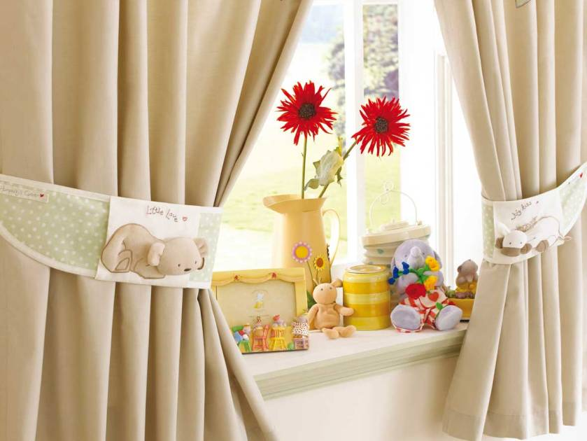 Simple Curtain Decoration For Small Window
