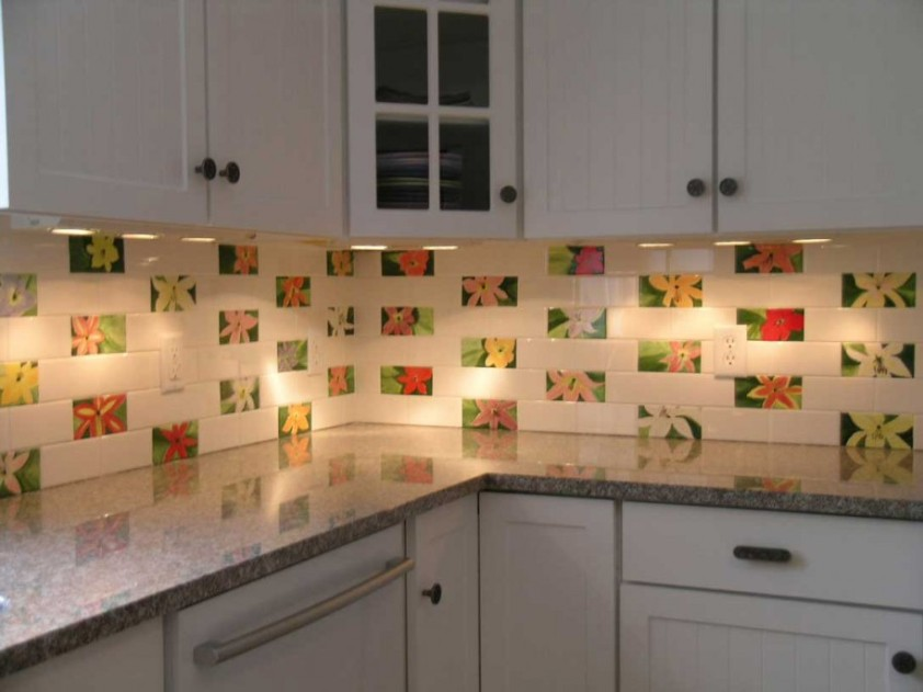 Decorative Tile To Make Kitchen Look Nice