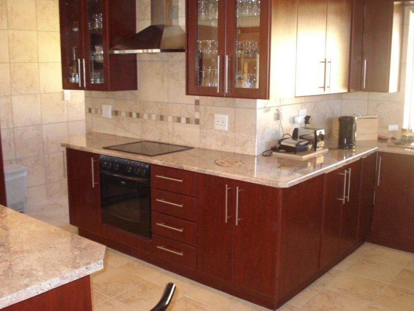 Paint Idea To Make Small Kitchen Look Spacious