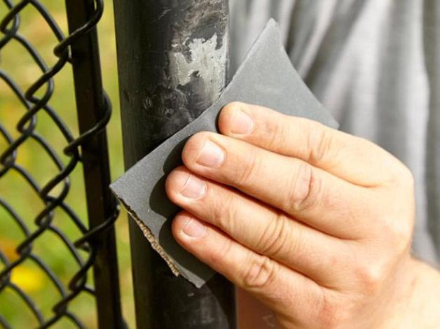 How Scrape Your Home Iron Fence