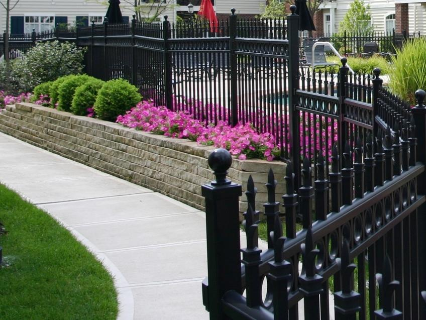 Metal Fence Design Idea For Home