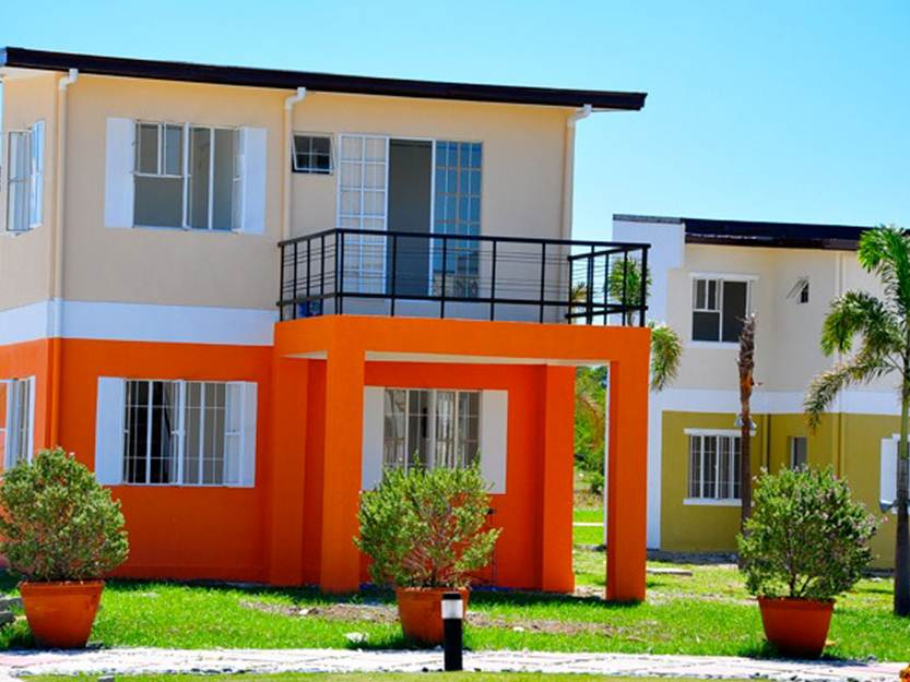 nice color combination for 2 storey house - Simple House Design With Second Floor