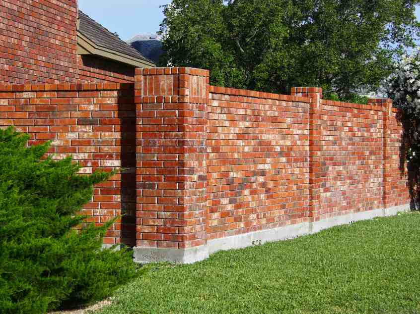 Tips To Build Brick Fence Design - 4 Home Ideas