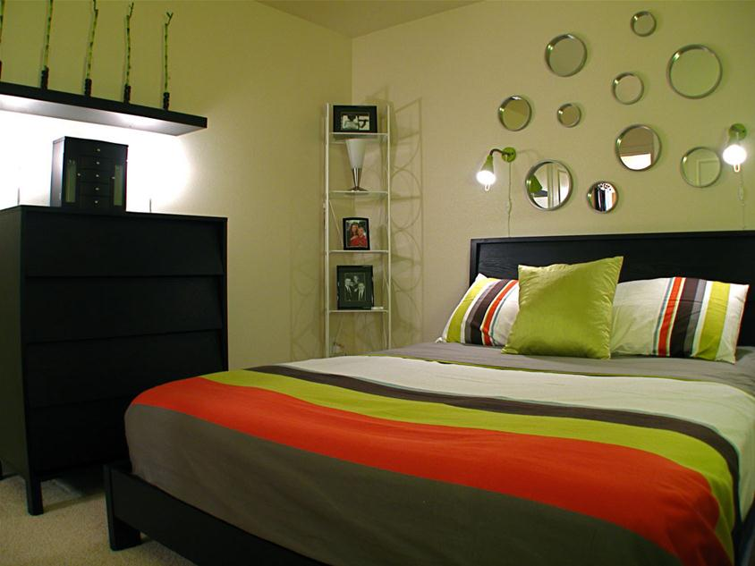 Colorful Small Bedroom Decorating Idea