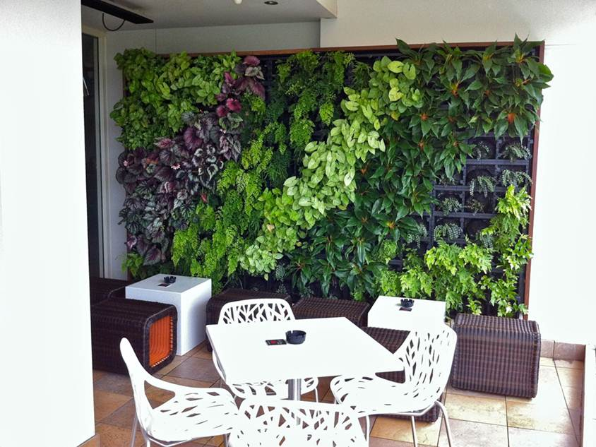 Make Vertical Garden In a Narrow Land 4 Home Ideas