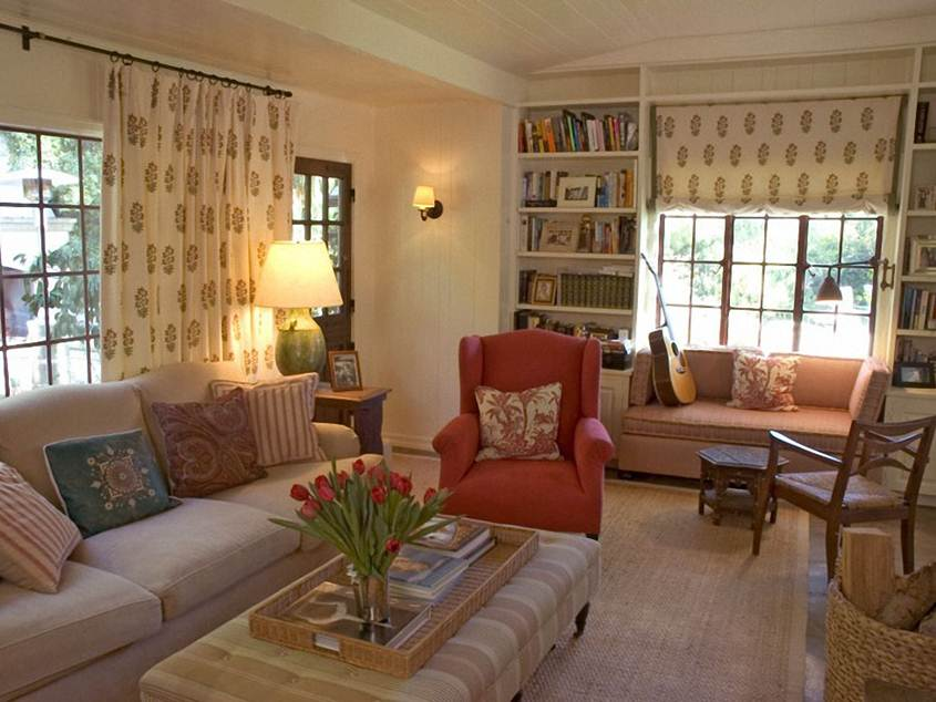 How To Decorate Casual Traditional Living Room