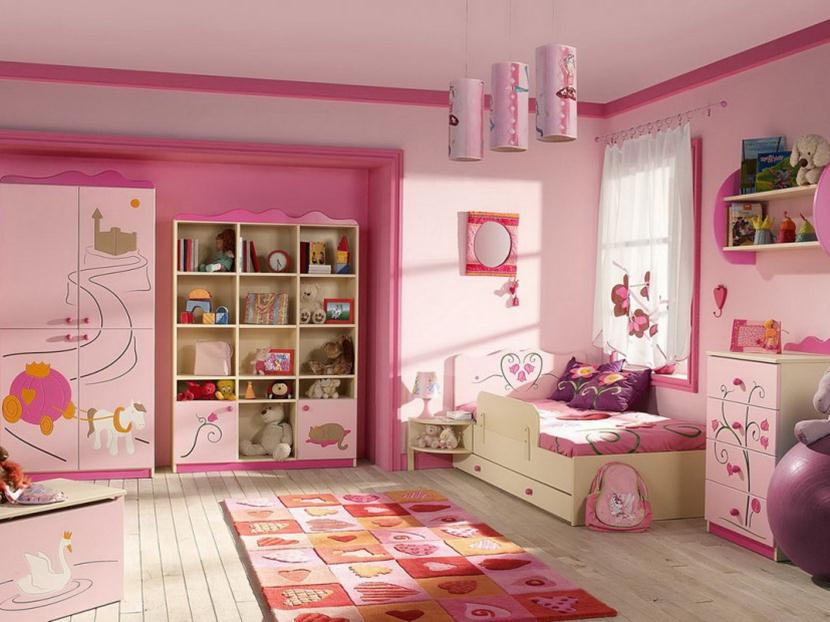 Nice Children Bedroom Set With Pink Theme
