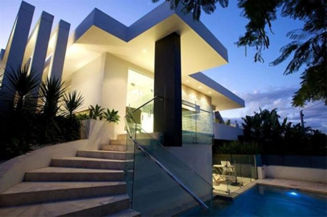 Trendy Luxury House With Modern Style