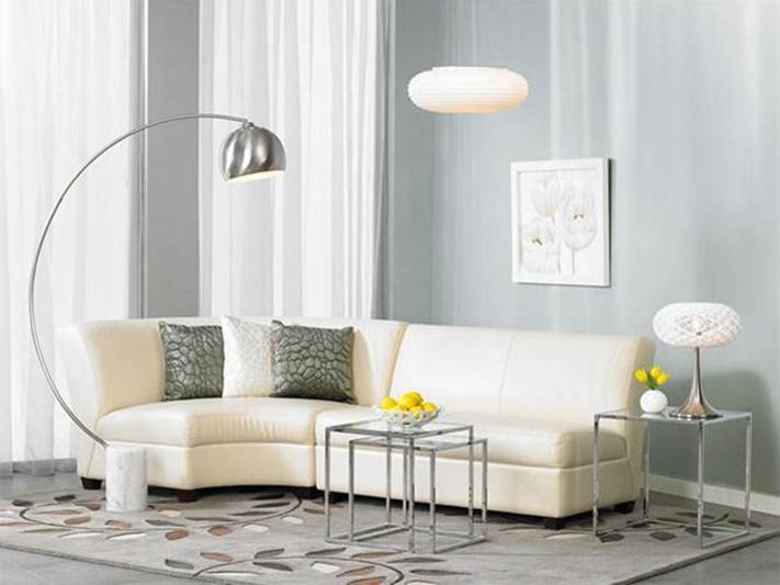 White Living Room With Lamp Design