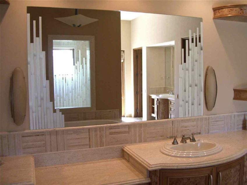 Bathroom Decorating Idea With Mirror