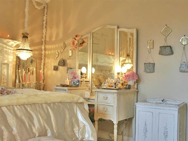 Decorating Idea For Shabby Chic Bedroom