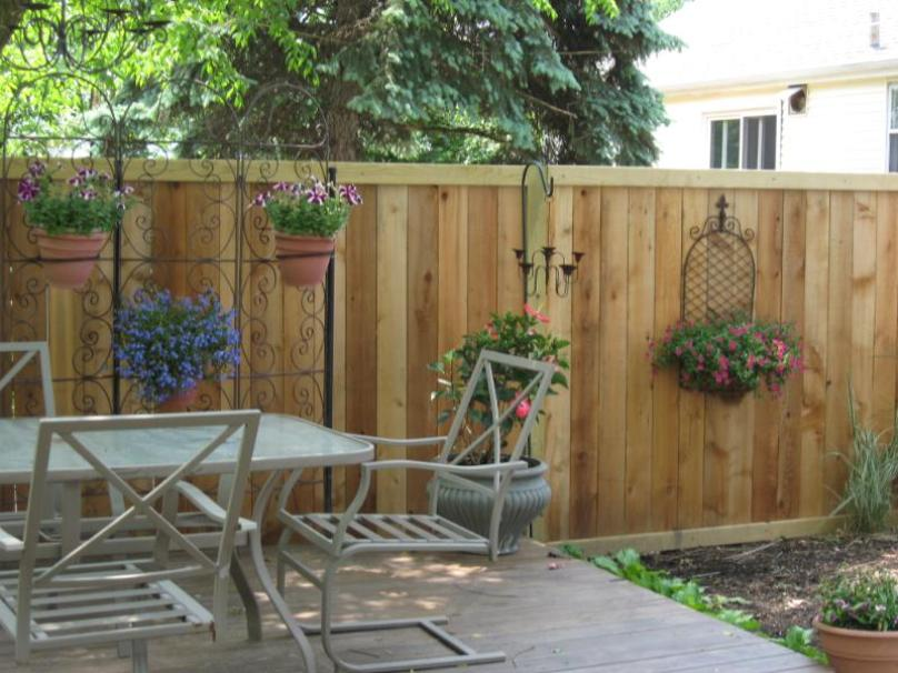 Modern Home Fence Made Of Iron - 4 Home Ideas