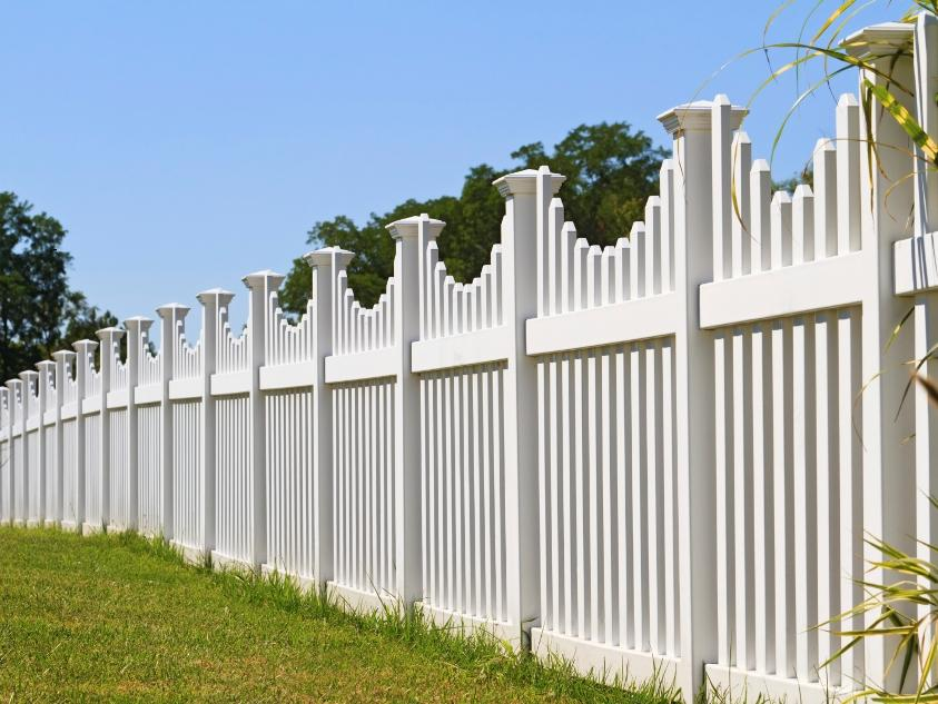 Good Wooden Fence With White Paint