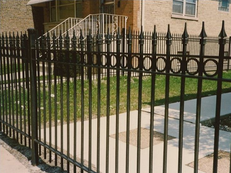 Minimalist Iron Fence For Modern House