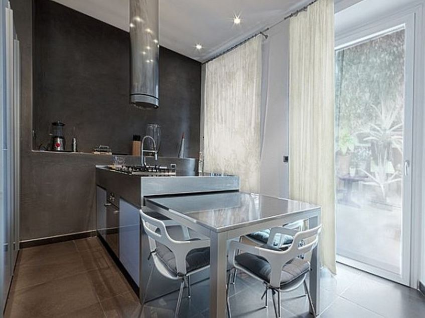 Minimalist Kitchen Design With Dining Table