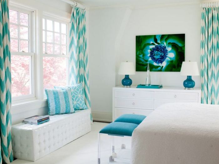 White Living Room With Turquoise Decor - 4 Home Ideas