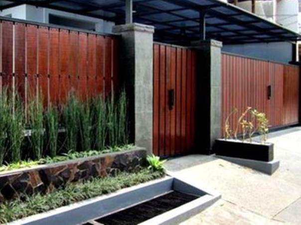 Wooden Home Fence Design Inspiration