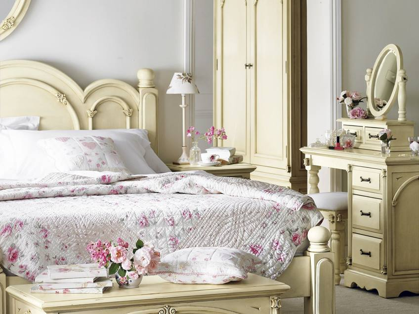 Classic Furniture To Decorate Shabby Chic Bedroom