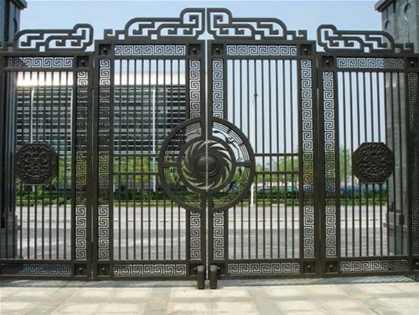 Decorative Black Iron Fence Design