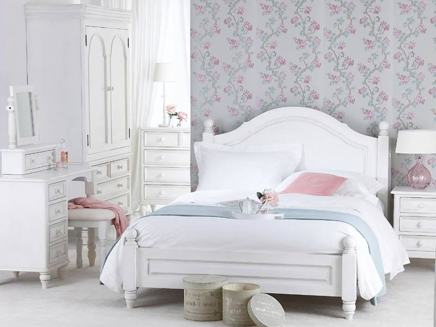 Shabby Chic Bedroom With Elegant Look