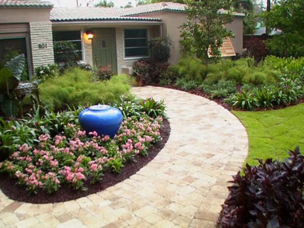 Beautiful Front Yard For Home Decor
